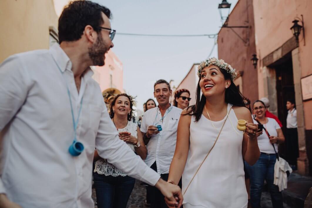 009-callejoneada-San-Miguel-de-Allende-1062x708