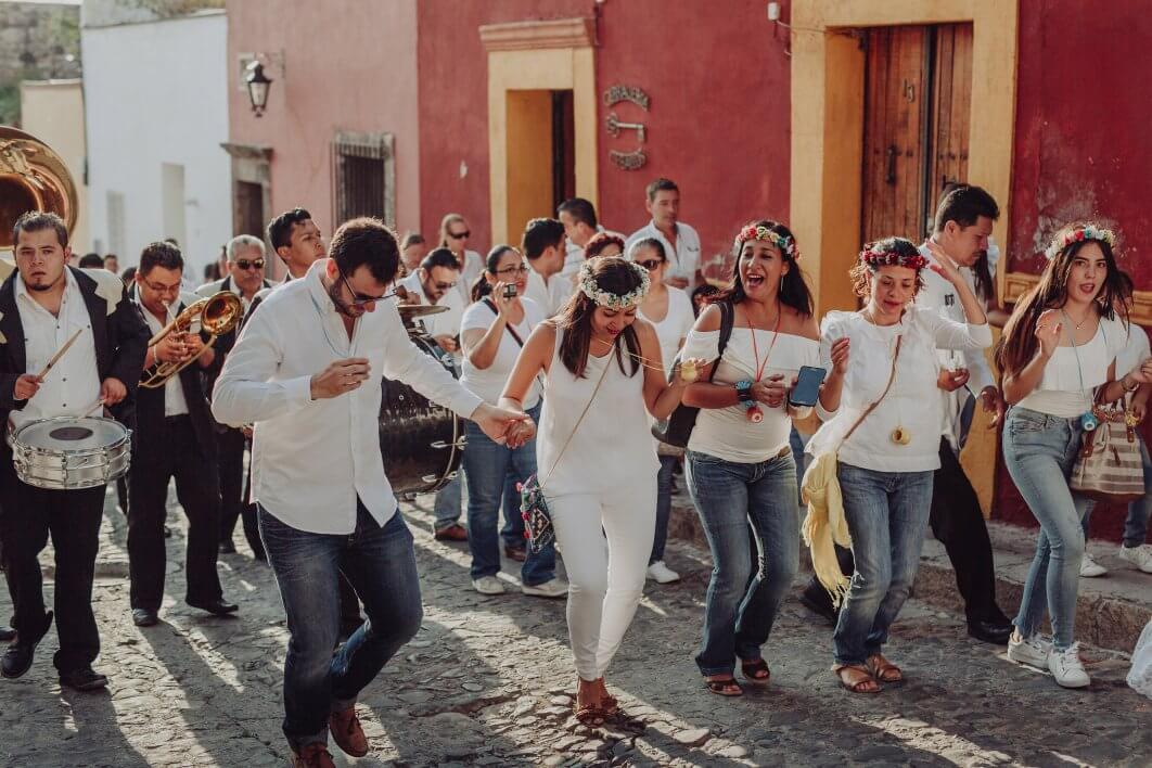 Callejoneada photography San Miguel de Allende