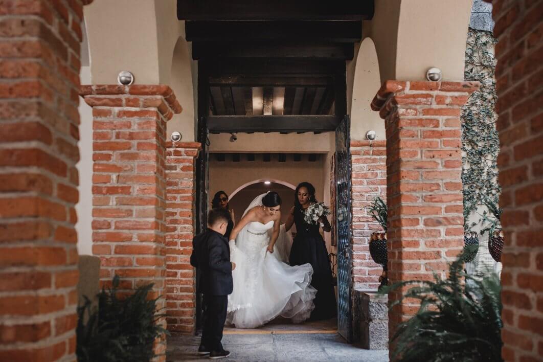 027-bride-San-Miguel-de-Allende-1062x708